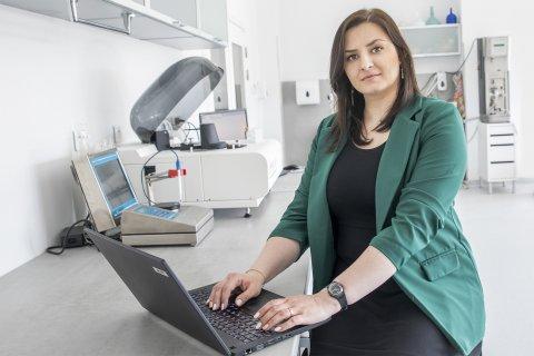 Katarzyna Pietrzak na stanowisku pracy w firmie Browin.